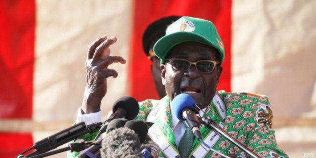 Robert Mugabe, presidente de Zimbabue, carga contra los homosexuales: 7