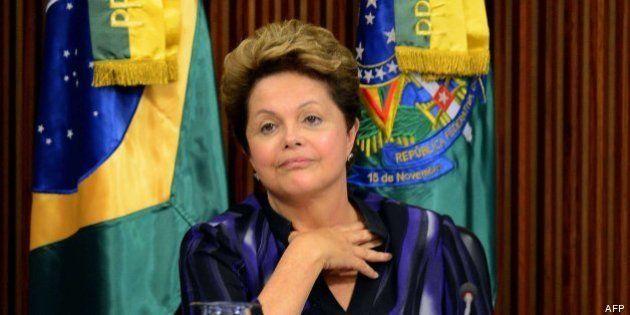 Rousseff propone celebrar un referéndum para emprender una profunda reforma