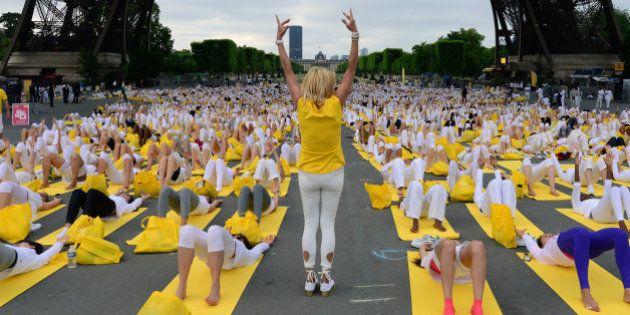 El Día del Yoga cita a multitudes en todo el mundo