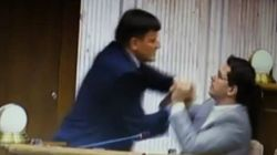 A golpes en el Parlamento eslovaco