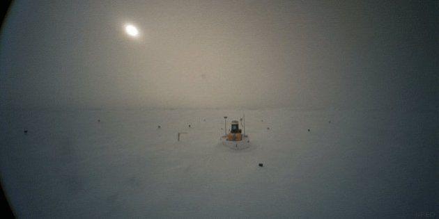 El Polo Norte se deshiela creando este lago (VÍDEO,