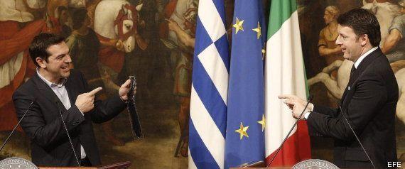 Renzi le regala una corbata a Tsipras para cuando