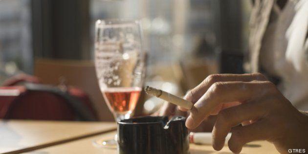 El Gobierno sube los impuestos al alcohol y al tabaco, pero excluye el vino y la