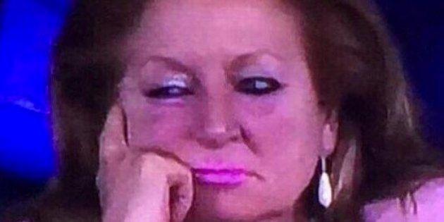 La mujer de rosa reaparece en la Champions... aunque como