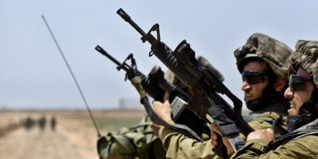 España suspende la venta de armas a