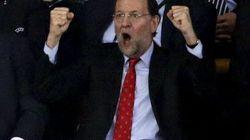 Rajoy vibra en el palco con el partido de la selección española