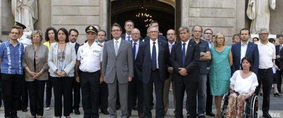 Minutos de silencio en toda España por el accidente de tren en Santiago (FOTOS,