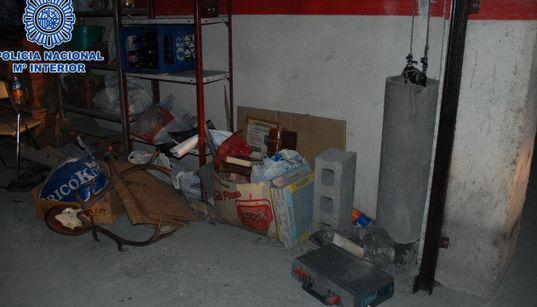 Encuentra el manuscrito en las fotos del garaje distribuídas por la policía