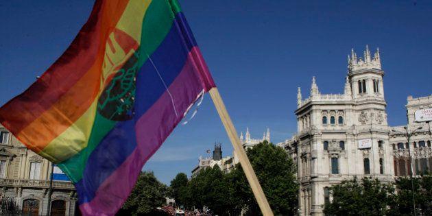 La bandera arcoíris ondeará en el Ayuntamiento de Madrid y en las juntas de distrito durante las fiestas...