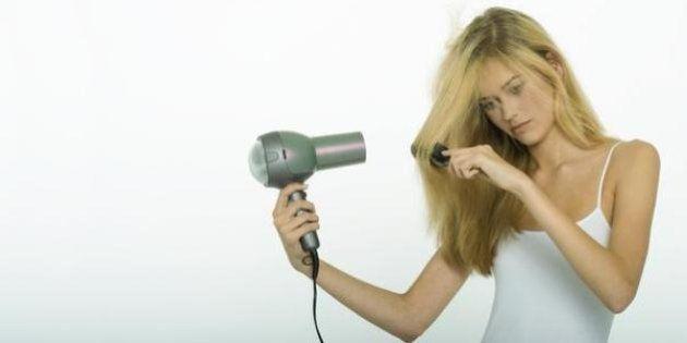 7 errores garrafales que cometes al secarte el pelo (y los trucos para