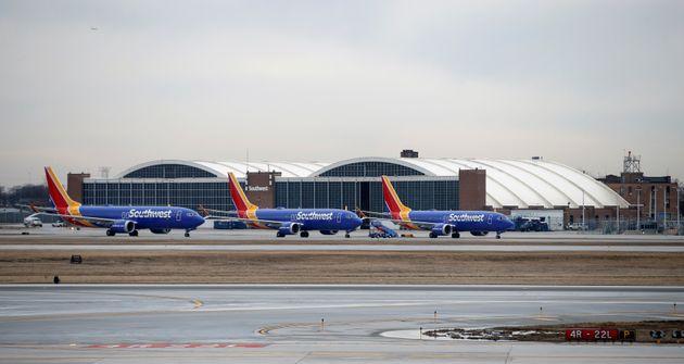 Η Boeing «παγώνει» τις παραδόσεις των 737 MAX αλλά συνεχίζει την παραγωγή