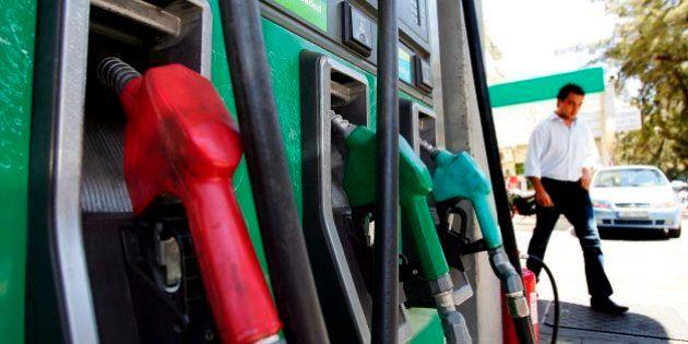 La gasolina y el gasóleo suben un