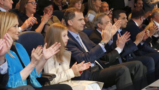 La infanta Sofía presencia con Felipe VI en el Bernabéu el Real