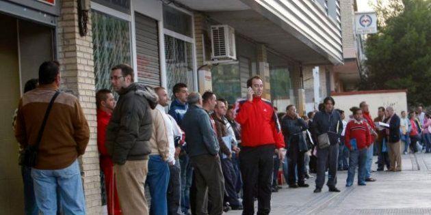 El Gobierno reducirá la prestación por desempleo del 60% al 50% a los nuevos parados a partir del sexto