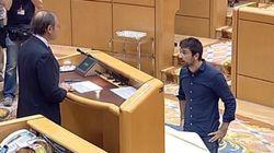 El PP abuchea a un senador de Podemos por prometer así su