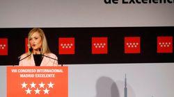 Cristina Cifuentes se 'cuela' en el vestuario del Madrid... y publica esta