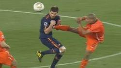 Se retira Howard Webb, el árbitro que no vio la patada de De Jong a Xabi