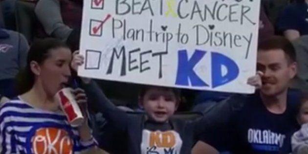 El bonito gesto de una estrella de la NBA con este niño superviviente de