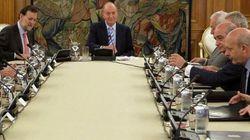 El rey preside el Consejo de Ministros que aprobará el mayor recorte de la democracia
