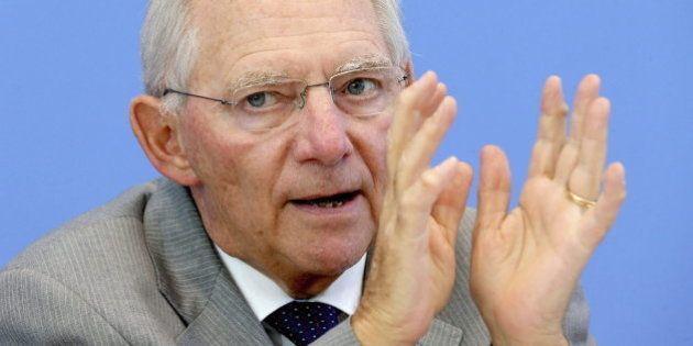 Schäuble se plantea la opción de dimitir por su choque con Merkel sobre