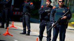 La Policía Nacional irrumpe en la central de los Mossos en