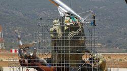 La coronación de la escultura de 300.000 € del NO aeropuerto de Castellón