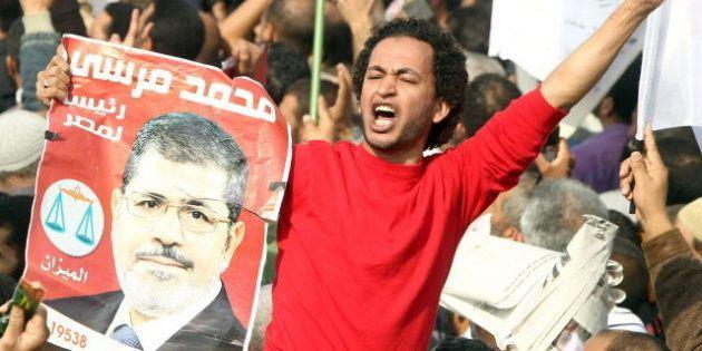 Miles de islamistas egipcios se manifiestan en defensa del presidente