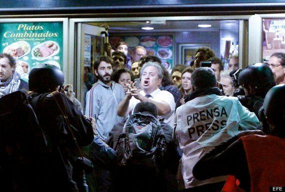 Alberto Casillas, el camarero del 25-S, que votó al PP, protagonista de la Asamblea de IU