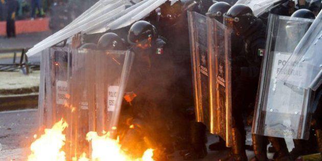 Fuertes choques en México entre manifestantes y policías durante la investidura de Peña Nieto