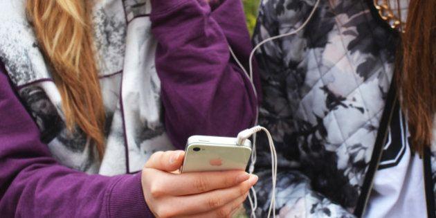 Decálogo para familias de niños y adolescentes con móvil