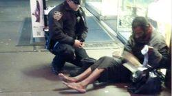 El vagabundo de Nueva York esconde las botas que le regaló el policía y reclama