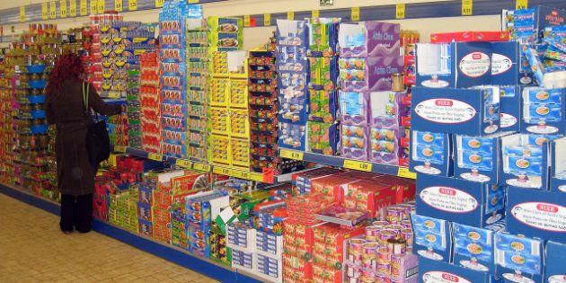 Las marcas encogen los productos de la compra para adaptarse a una España más