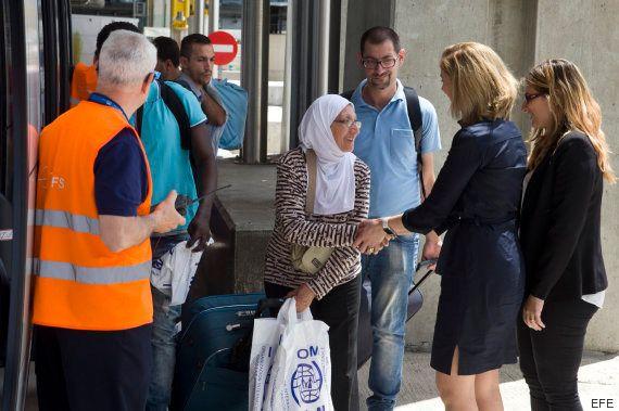 Llegan a España otros 45 refugiados de Grecia, entre ellos un bebé de un