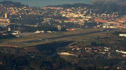 Un vuelo regresa a A Coruña tras hallarse un cuchillo en una