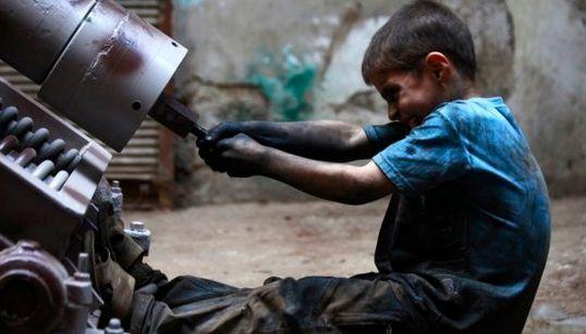 La infancia de Issa: Fabricando bombas en Siria