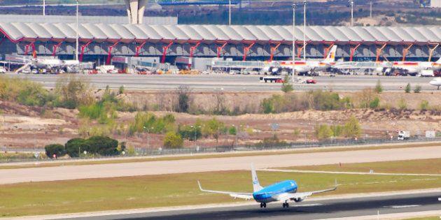 Dos aviones de Iberworld y Air Europa colisionan en la pista del aeropuerto de Barajas sin provocar