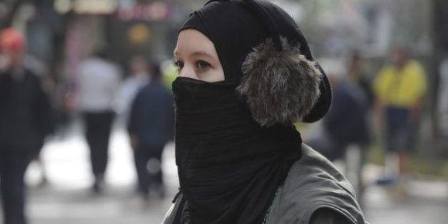 Europa ve legal prohibir el velo islámico en el trabajo por