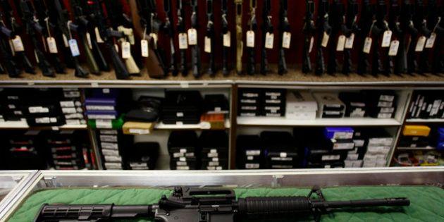 El asesino del cine de Denver compró su arsenal a través de internet
