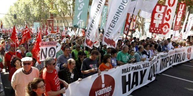 Miles de personas protestan en 57 ciudades de España contra los recortes del