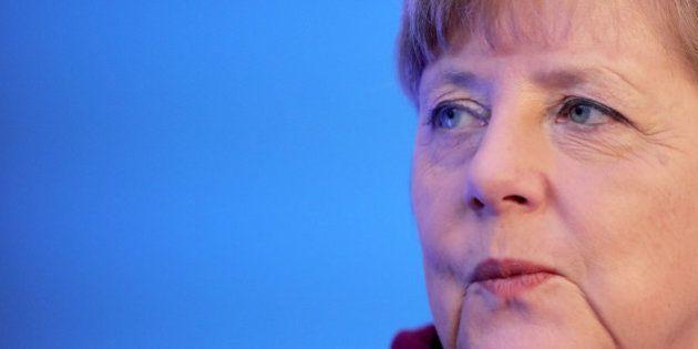 Merkel defiende endurecer leyes para refugiados porque
