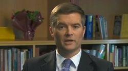Dimite el ministro de Inmigración británico por emplear a una 'sin