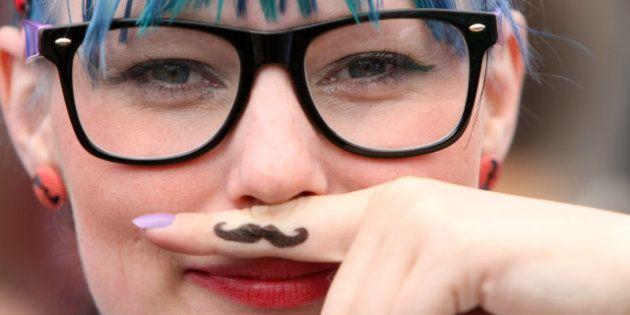 Olimpiadas 'hipsters': lanzamiento de gafa de pasta, relevos de confeti, lucha de pitillos... (FOTOS,