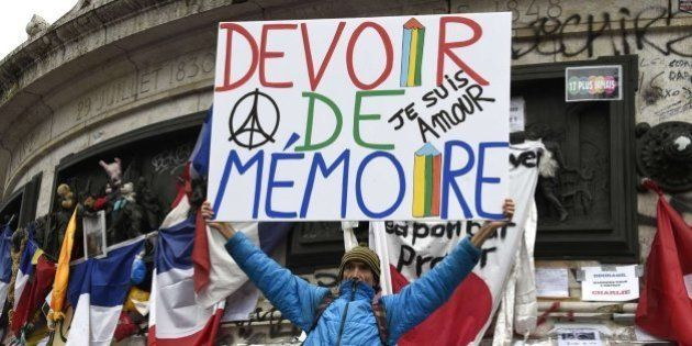 Las autoridades rinden un sobrio homenaje a las víctimas del terrorismo en París en el primer aniversario...