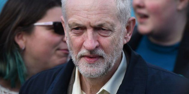 Los laboristas de Corbyn resisten en