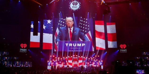 U2 carga en directo contra Donald Trump (y a nosotros nos