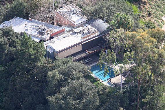 Un joven de 21 años es hallado muerto en la piscina de la casa de Demi