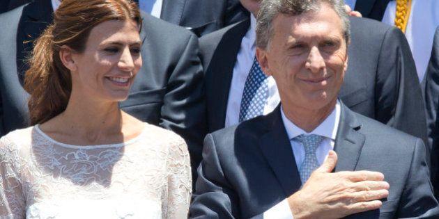 Mauricio Macri jura su cargo como presidente de Argentina con Cristina Fernández
