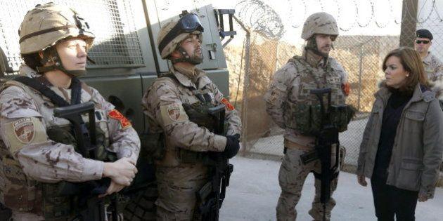 Santamaría sustituye a Rajoy en la visita navideña a las tropas en Afganistán