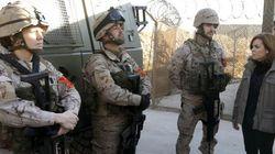 Santamaría sustituye a Rajoy en la visita navideña a las tropas