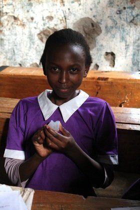 Cómo las copas menstruales están cambiando la vida en África